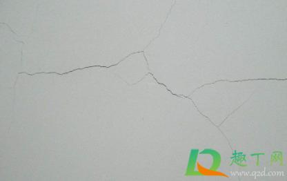 墙漆裂缝怎么修补2