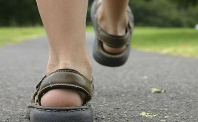 走路腿麻脚麻是怎么回事