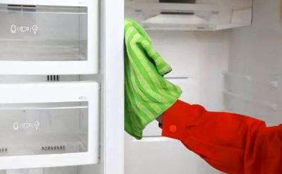 冰箱里面有脏东西怎么处理