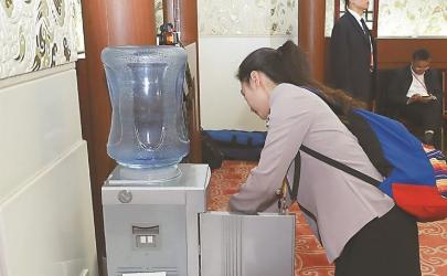 饮水机出来的水脏怎么办