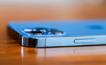 iphone12和12pro显示屏一样吗