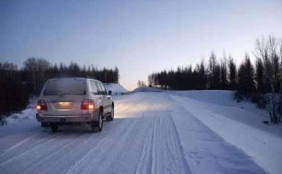 下雪天开车要开什么灯