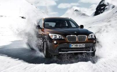 下雪天开车可以踩刹车吗