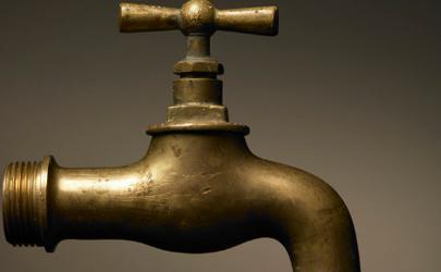 停水后突然来水导致水管破裂怎么回事