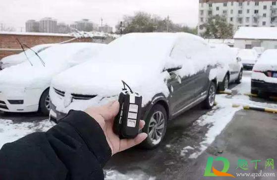 车上积雪过多会把车压坏吗2