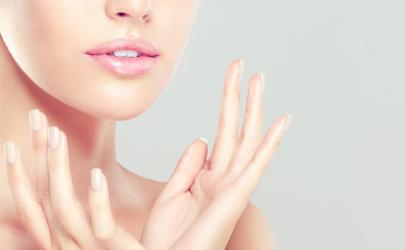 手指毛孔起水泡是怎么回事