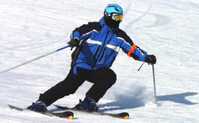 滑雪穿牛仔裤还是运动裤