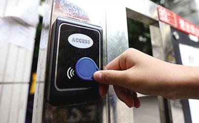 门禁卡可以放在手机壳里面吗
