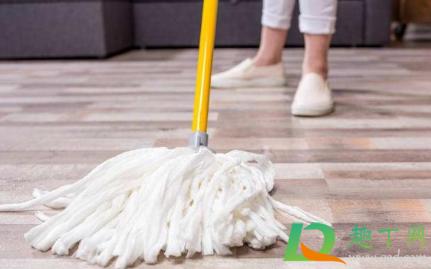 地板用什么拖干净又不滑1