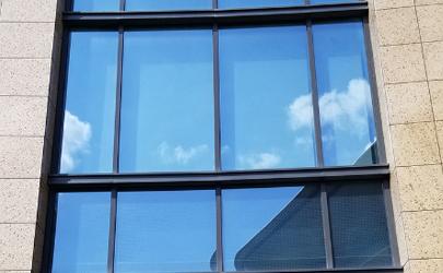 阳台窗户玻璃贴膜后如何晒被子