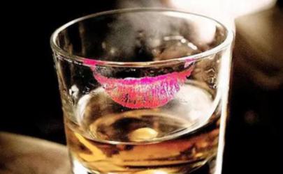 玻璃杯上的口红印怎么清洗