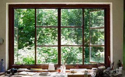 梅雨季节哪边窗户不能开