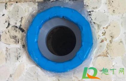 正确的马桶法兰圈安装在哪个孔2