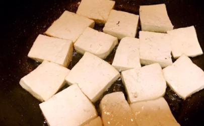 怎样炸豆腐不粘锅不碎