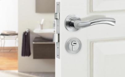 洗手间锁开不开了怎么办