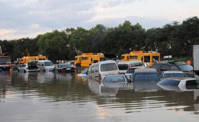 汽车被淹到车顶是报废还是维修好