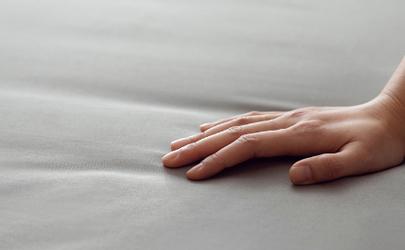 床单被蟑螂爬过洗了还可以用吗