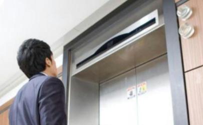 电梯停了被困怎么办