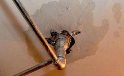 楼上干的但是楼下漏水是什么原因