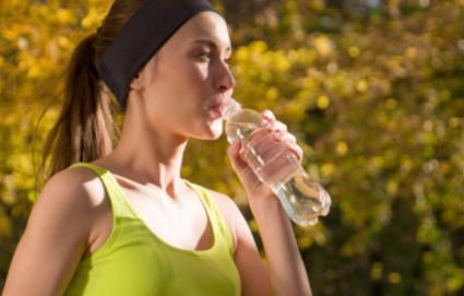 运动完可以一次性大量喝水吗1