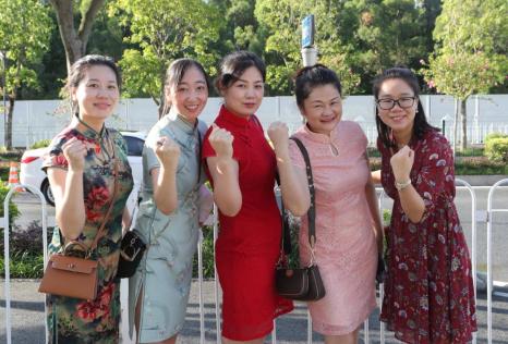 2021年中考送考家长旗袍穿红色还是绿色插图