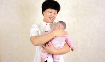67天的宝宝可以竖着抱吗插图2