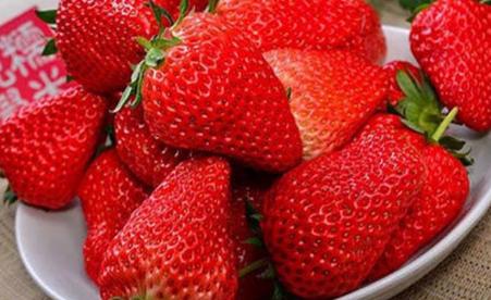 草莓表皮颜色不均匀是打了激素吗插图2