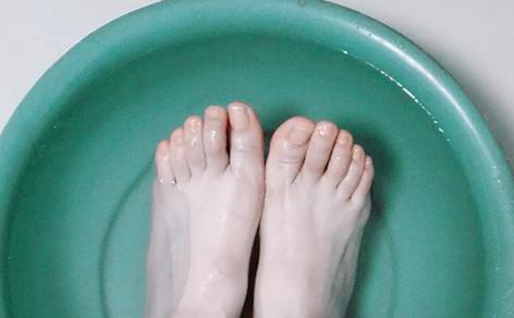 用热水泡脚为什么脚颜色变深插图1
