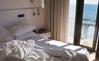 8月份晚上可以开窗户睡觉吗