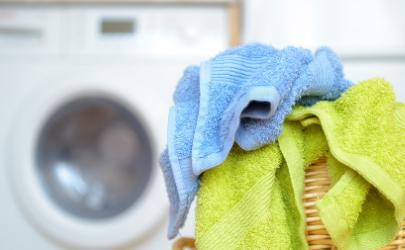 洗衣机洗衣服会停顿怎么回事