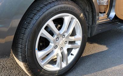 轮胎被石子扎一个洞但没漏气还能开吗