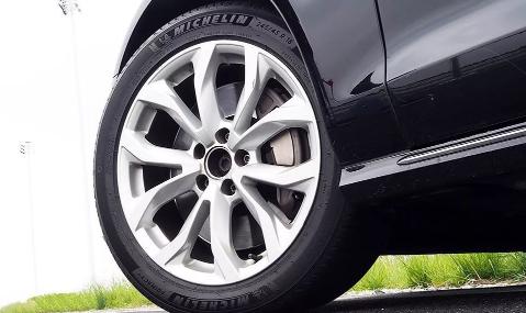 坏一个轮胎要换2个吗1