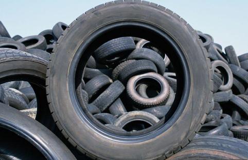 坏一个轮胎要换2个吗3