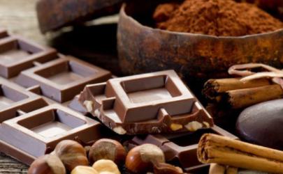 黑巧克力表面起了白霜还能吃吗