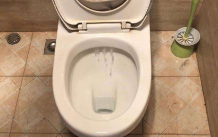 马桶老是响还不上水该怎么办3