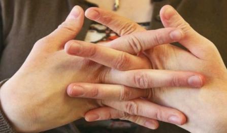 为什么掰手指头会响1