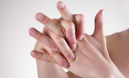 为什么掰手指头会响2
