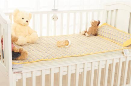 婴儿床几岁内的宝宝睡的(婴儿床买1米还是1米2)