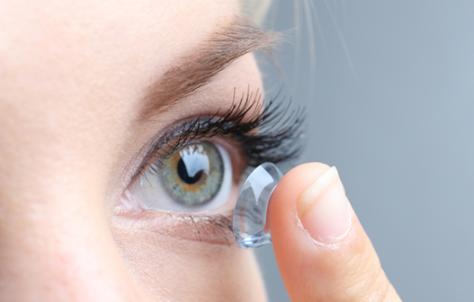 结膜充血可以戴隐形眼镜吗(戴隐形眼镜眼底充血是什么原因造成的)