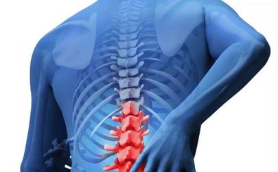女性后背脊椎中间疼与更年期有关吗