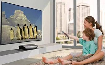 孩子老爱看电视怎么办 小孩看电视总眨眼是怎么回事